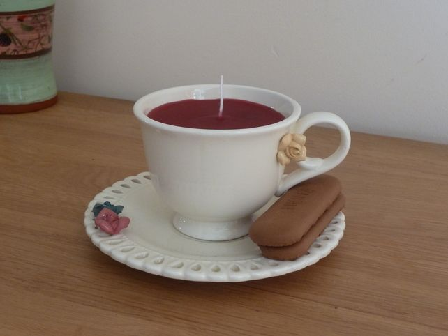 Candle in a cream tea cup - red £8.00