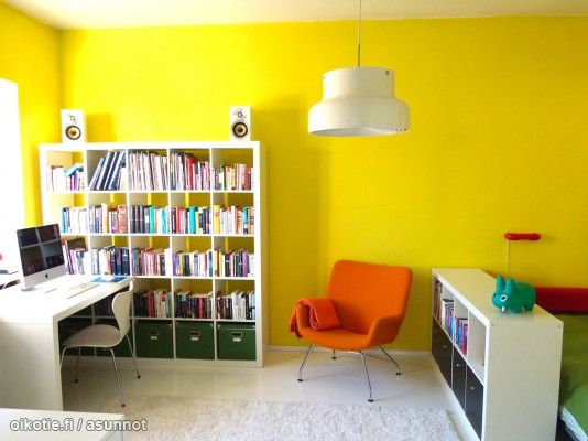 Gorgeous bright yellow study space / Ihanan kirkas keltainen työtila #colorshot #väriäelämään #värikässisustus