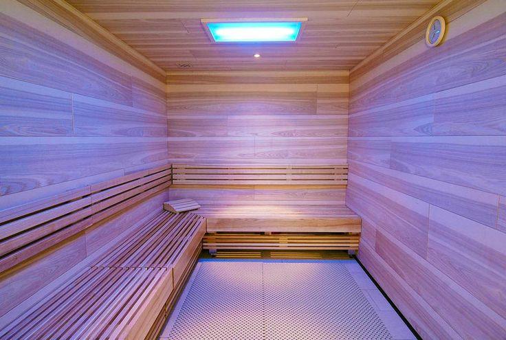 Infrarood sauna met houtpanelen.