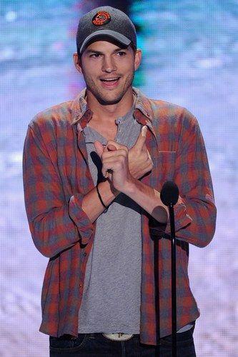 Ashton Kutcher #Style - Teen Choice Awards 2013