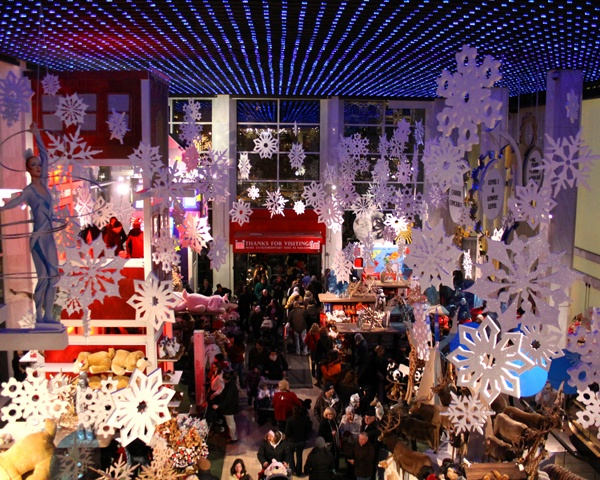 Fao Schwarz At Christmas 171 Nyc Pic Of The Day Christmas Spirit Pinterest Buckets Nyc