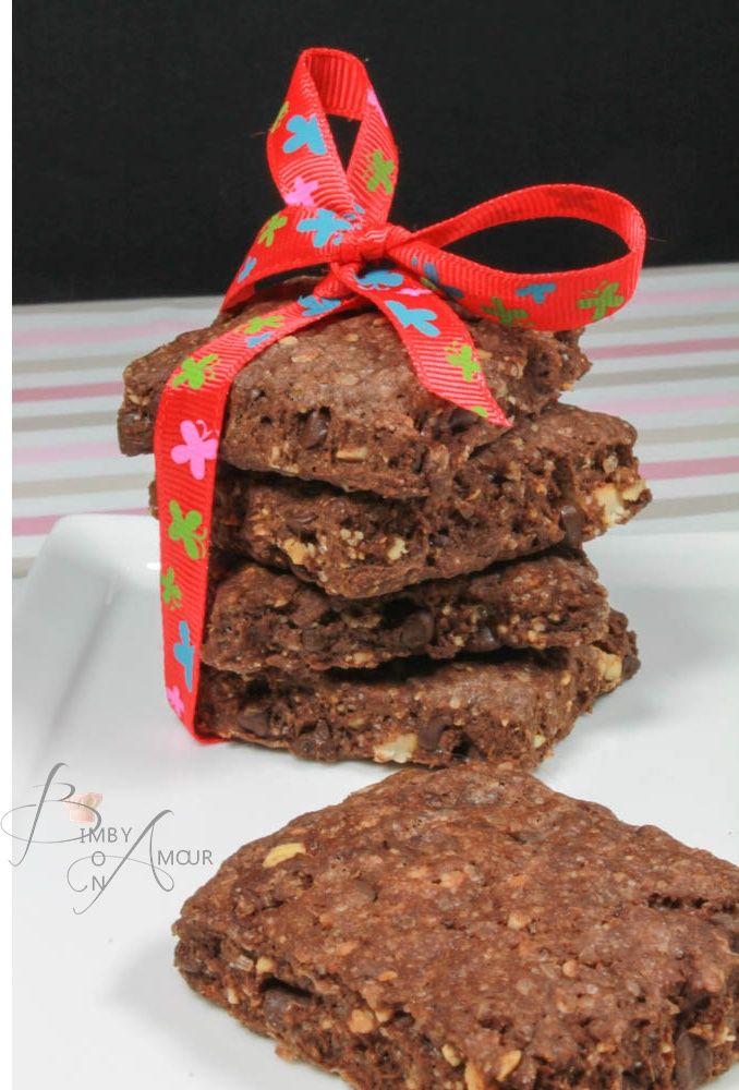 i biscotti con cacao all'olio di oliva sono straordinariamente fragranti leggeri e gustosi. l'olio di oliva, sostituisce egregiamente il burro