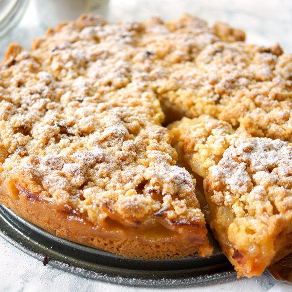 Direkt zum Rezept In diesem Rezept für Omas Apfelkuchen findet Ihr zarte Apfelstücke mit knusprigen Streuseln obendrauf. Es ist tatsächlich das Originalrezept von der Oma meiner lieben Freundin Ine…