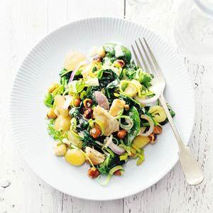 Recept - Gnocchi met kip en spinazie - Allerhande  In plaats van hazelnoten > walnoten en met extra blauwe kaas