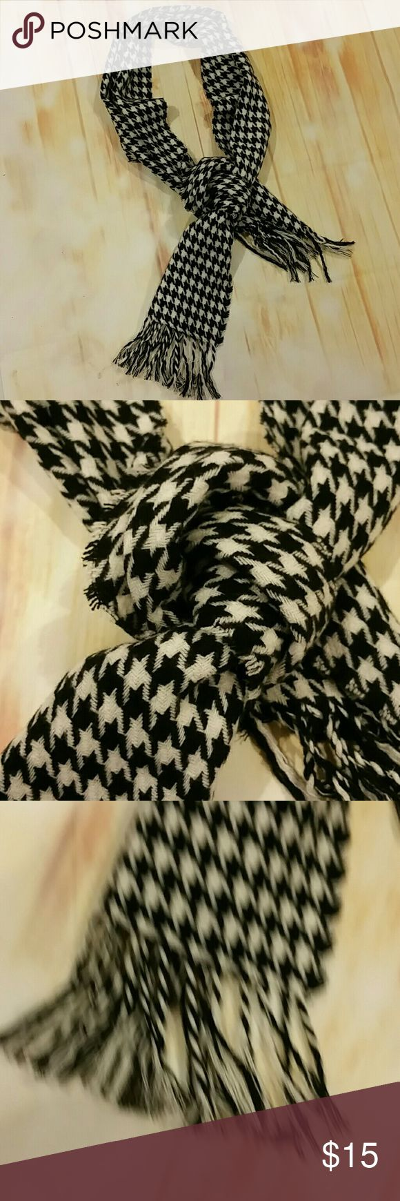 hounds tooth scarf A classic hounds tooth black and white scarf Accessories Scarves & Wraps