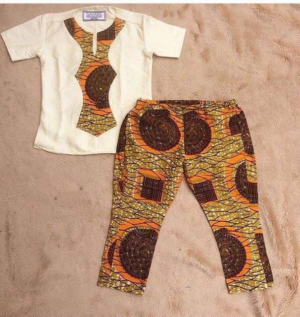Tenue pour garçon en wax : pantalon et tunique blanche avec plastron