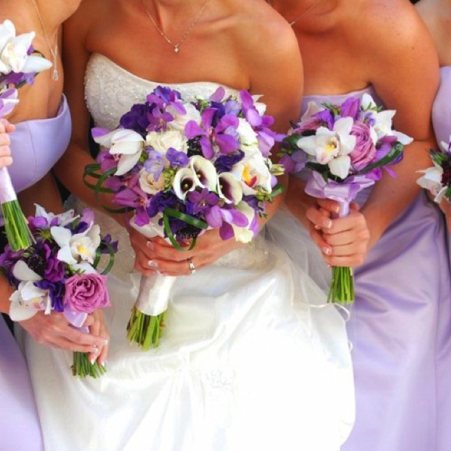 Purple hibiscus bouquet! I love! | Wedding themes and ...