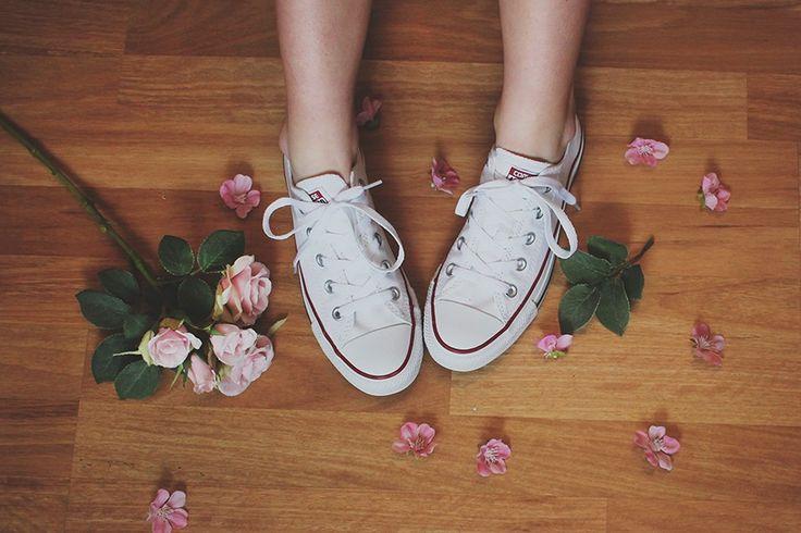 Marica heter jag och kallas aldrig för Myhran. Den här bloggen är en salig blandning av klagande, plisserade kjolar,   lyckorus, sarkasm, vackra tekoppar, vänner,ensamhet, fotografier, leenden, funderingar, rosa och glitter.Den här   bloggen är jag. Ingen har någonsin sagt att jag är normal, och om någon har det så ljög dom.  Välkommen till min värld. Med reservation för överdrifter o...