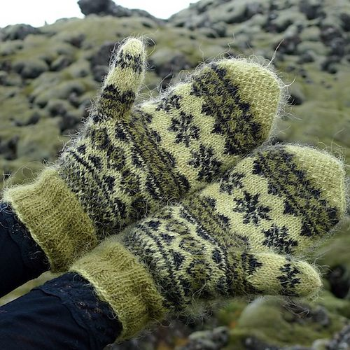 Ravelry: helenemagnusson's mosi mittens