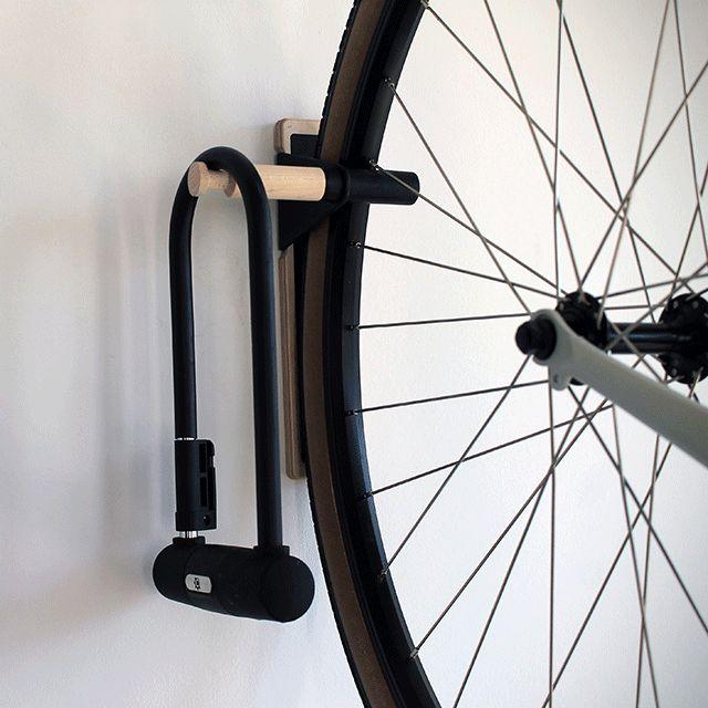 Lift Bike Hook: un gancho para colgar la bicicleta en la casa