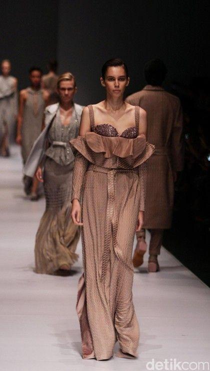 12 best novita yunus collection for aifw autumn winter 2017 images foto koleksi sapto djojokartiko di jakarta fashion week 2017 stopboris Gallery