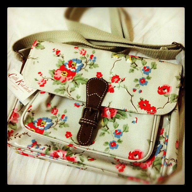 I absolutely love this Cath Kidston bag