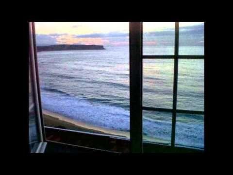 Sigo mirando por la ventana con la esperanza abierta. Salgo corriendo a la ventana y… y sigo soñando de nuevo… Y en ese sueño hay dolor porque a veces nos cuesta aceptar la realidad, nos cuesta comprender que los silencios son señales que nos indican cosas.