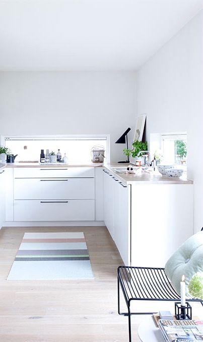 Via NordicDays.nl | White Kitchen | HAY Hee Chair | Arne Jacobsen