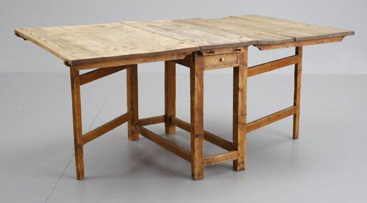 ett gammalt bord kanske som passar till gamla kökssoffan till det nya köket