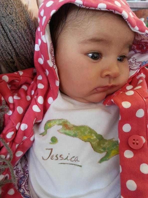 Jessica con una camiseta de Lolitaluna personalizada con su nombre: http://lolitalunakids.files.wordpress.com/2013/10/lolitaluna-camiseta-cuba.jpg
