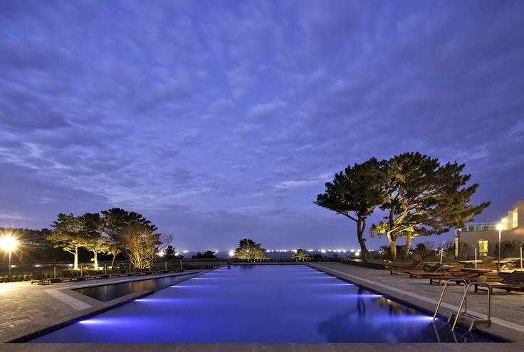 "Outdoor swimming pool at ""Villa de aewol"""