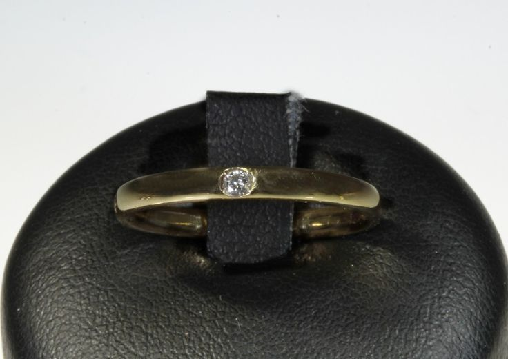 Anello Pomellato serie LUCCIOLE in oro giallo con un diamantino da 0,02 carati. prezzo da outlet - Orolive la gioielleria dell'occasione