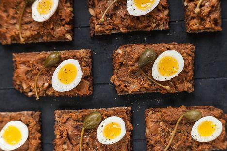 Vyhrajte si s detaily: tatarákové chlebíčky ozdobte kapary, křepelčími vajíčky a čerstvě mletým pepřem; Eva Malúšová
