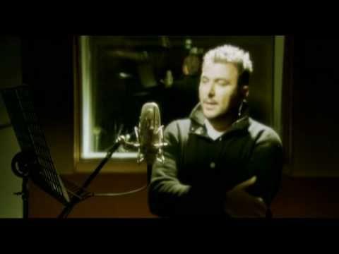 STEFANOS KORKOLIS & ANTONIS REMOS - 100 ΦΟΡΕς ΚΟΜΜΑΤΙΑ - Ερμηνεια Αντωνης Ρεμος Μουσική: Στέφανος Κορκολής Στίχοι: Νίκος Μωραϊτης Δισκος Αλήθειες και ψέματα 2008