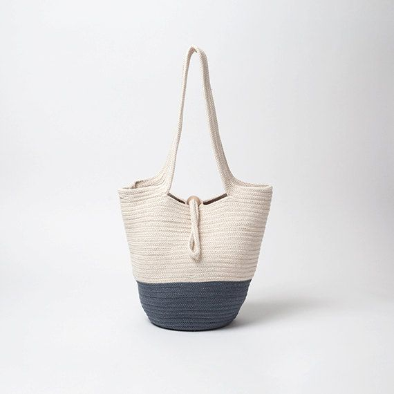 Casual basket bag made of rope and yarn