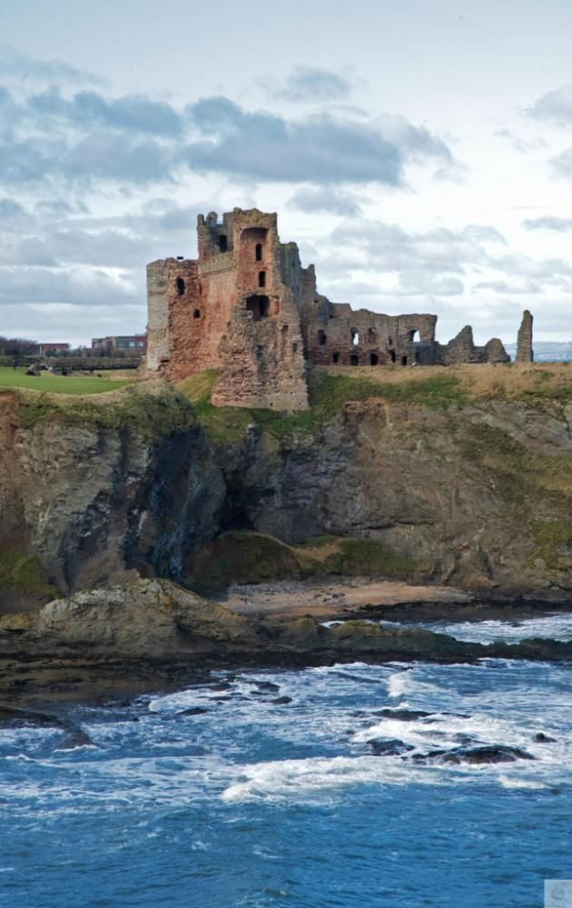 Tantallon Castle - Edinburgh and Lothians, Scotland. Rising from the cliffs, this majestic castle provides stunning views across the Firth of Forth.