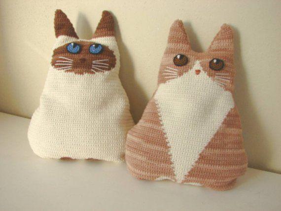 How to crochet a pillow cat /// DIY PDF | 428x570