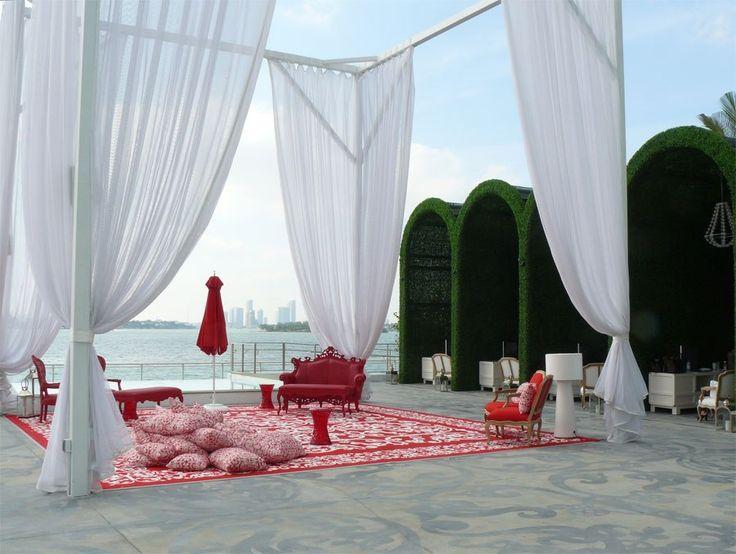 Кафе на открытом воздухе ( диван SIXINCH Louis 2B Loveseat, стулья SIXINCH Louis 1B, стол SIXINCH Louis Bench Large) #design #cafe #outdoor