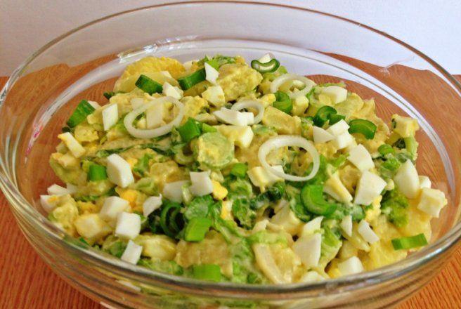 Retete Culinare - Salata de cartofi cu oua si salata verde