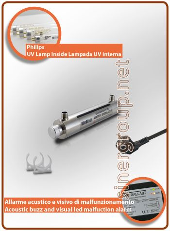 """UltraRays sistema UV Completo 16W. 1/2"""" M.  Costruito in corpo in acciaio Inox AISI 304, il sistema è compreso di clip per il fissaggio. * Pressione massima di esercizio: 10bar (145psi) * Radiazione ultravioletta: 30.000 W/cm2 * Portata acqua filtrata: 6,05 LT/MIN. (1,6 GPM) * Portata acqua osmotizzata: 7,57 LT/MIN. (2 GPM) * Alimentazione: 220-240V 50/60Hz 0,07A * Ratio alimentazione: 21W. * Philips vita media della lampada: 9.000h. - max. 1 anno * Dimensioni (mm.): L. 365 x Ø 64"""