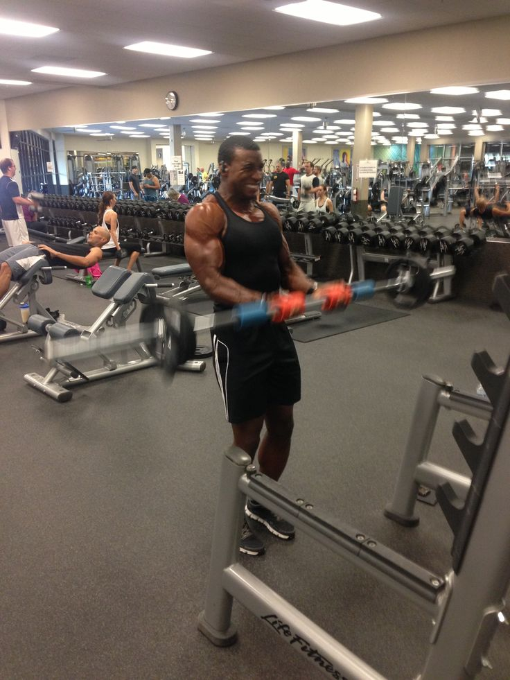 Fitness athlete Allen Elliott hitting arms with his Fat Gripz