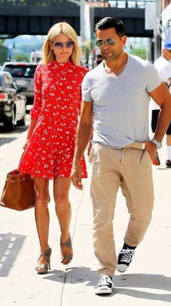 Kelly Ripa Leaving New York Salon With Hot Hubby Mark Consuelos - Check Mark's Sexy Casual Street Style.