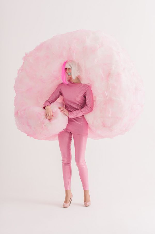 24 Awesome DIY Halloween Costumes to Try This Year // DIY Cotton Candy Costume