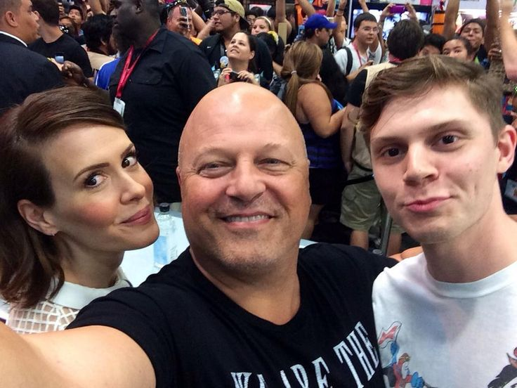 Sarah Paulson, Michael Chiklis, and Evan Peters