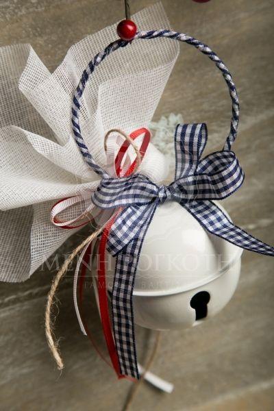 Χριστουγεννιάτικες μπομπονιέρες βάπτισης για αγόρι κουδούνα μεγάλη με μπλε καρό κορδέλα