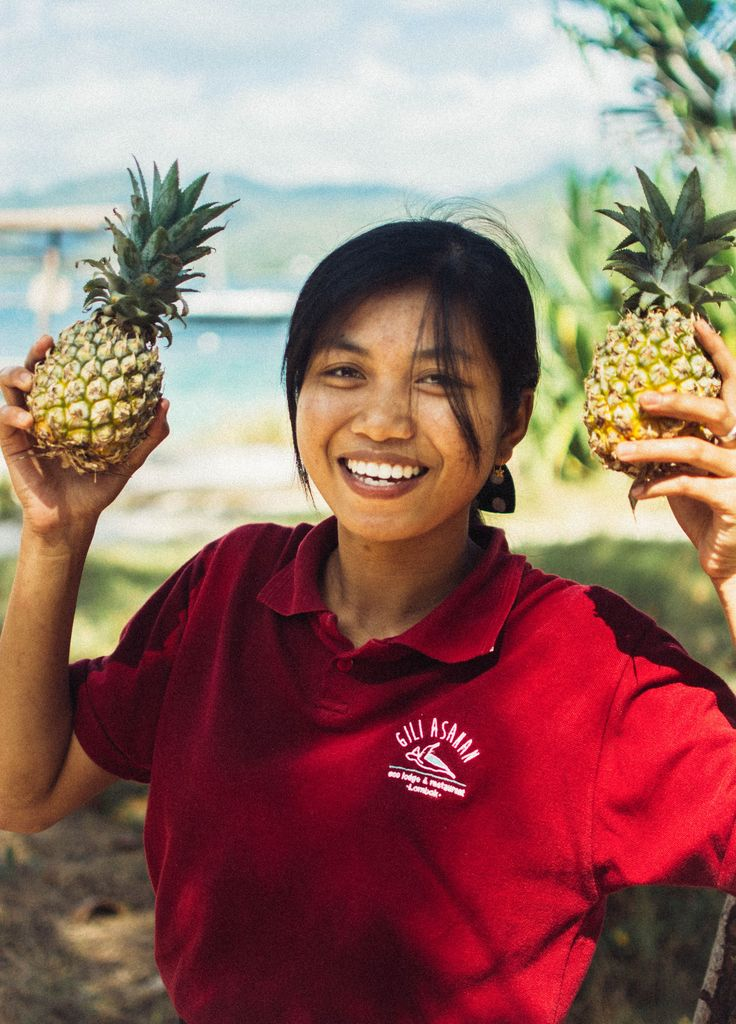 Happiness is a fresh pineapple juice with a sea view and served with a smile! 🍍  📷@nytyalucaphotography  #pineapple #juice #happiness #bigsmile #giliasahanecolodge #summervibes #onthebeach #ecoconscious #lodgelife #ecolodge #paradise #gili #wonderfulindonesia #thisisindonesia #giliislands #bestintravel #lombokexperience #lifesabeach #beachlife #islandlife #travelblog #lombok #travelgram #travelphotography #traveldiaries #exploringtheworld #lifewelltravelled #instamoment