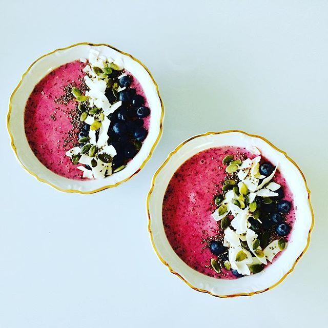 Blåbärsbowl 🦄🦄🦄   Recept på bloggen ➡️👉➡️👉 https://ibscleaneatingblog.wordpress.com  #cleaneating #ibscleaneating #ibs #fodmap #superfoods #träningsmat #träning #fitness #nogluten #glutenfritt #nolactose #laktosfritt #nollkolhydrater #nocarbs #frukost #mellanmål #blueberry #blueberrybowl #blåbär