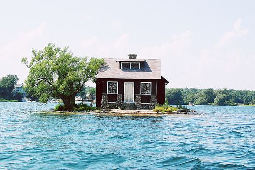 This house is perfectly away from everyone lol bit what happen if it floods!?
