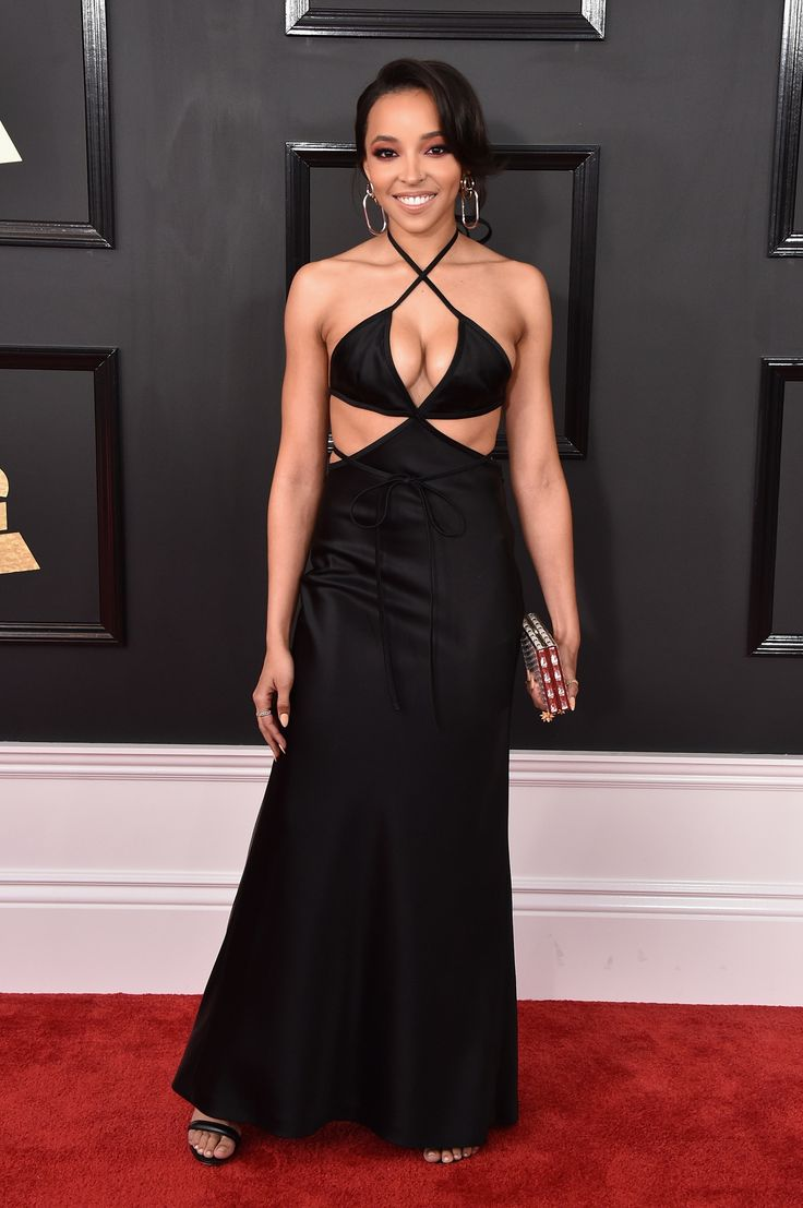 Busty babe! Tinashe showed off major cleavage in a seriously sexy cutout dress. (Photo by John Shearer/WireImage)  via @AOL_Lifestyle Read more: https://www.aol.com/article/entertainment/2017/02/12/grammys-2017-red-carpet-arrivals/21712407/?a_dgi=aolshare_pinterest#fullscreen