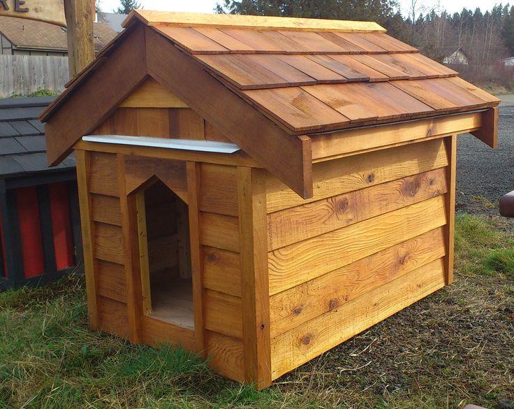 cedar dog house / niche en cèdre  made by / fait par: SG garden woodcraft & furniture