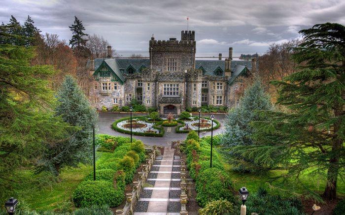 Хэтли Парк - Национальный Исторический музей расположен в Британской Колумбии. В замке Хэтли проживала семья Джеймса Дансмаера до 1940-го года, а потом замок был продан Канадскому Правительству.