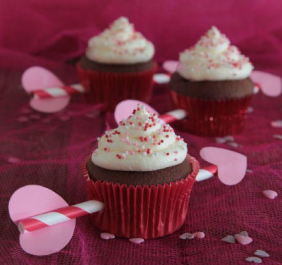 Verover het #hart van jouw #Valentijn met deze #Cupido #cupcakes. Kijk voor het #recept op: http://www.oetker.nl/nl-nl/recept/r/cupido-cupcakes.html #liefde