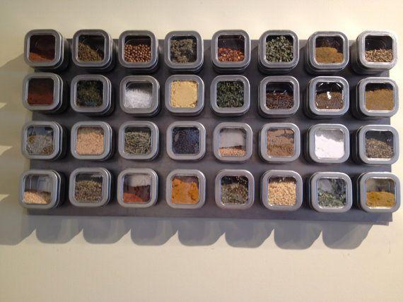 Épices hors de portée ? Notre sticker à épices magnétique va stocker tous vos épices, ainsi quajouter belle couleur à votre cuisine. Avec des