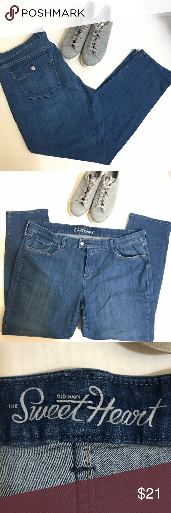 """Old Navy """"The Sweetheart"""" jeans, Sz. 18 For curvy shapes with a defined waist, with stretch to hug your curves!  EUC - no rips, stains or fading!  Waist measures 21"""" across the front flat laid; inseam measures 31""""; and rise is 11"""".  JP000111110817 Old Navy Jeans Straight Leg"""