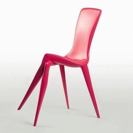 Chaise jambes croisées, créée par Vladimir Tsesler et Serguey Voichenko http://www.tsesler.com/index2.php