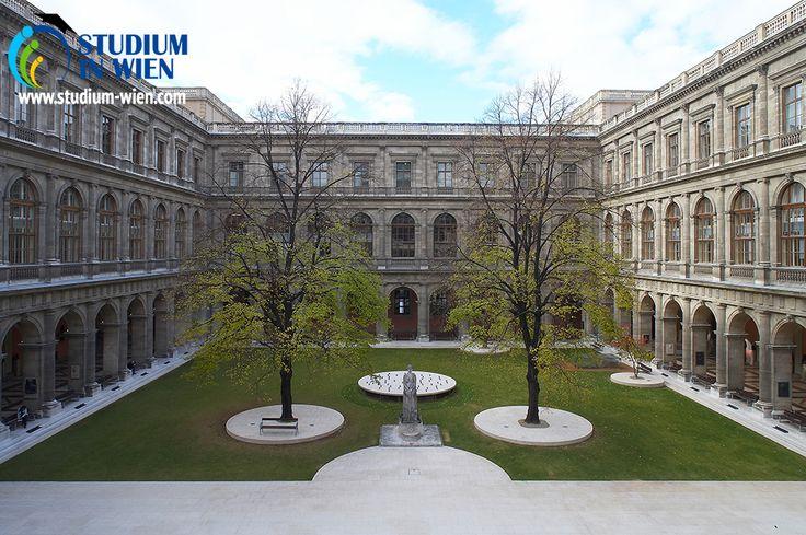 Венский Университет является одним из организаторов и постоянных участников ERASMUS/SOCRATES (обменная программа).