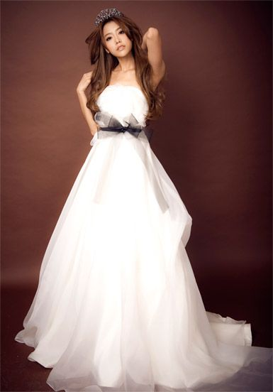 Classic lace A-line gown for bride