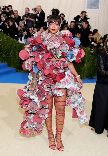 RIHANNA / Met Gala 2017 Kırmızı Halı Stilleri  Dün gece New York'ta gerçekleşen Met Gala 2017'ye katılan ünlü isimlerin kırmızı halı stilleri.. / Met Gala 2017 Red Carpet Styles  The red carpet styles of famous names who attended Met Gala 2017 in New York last night