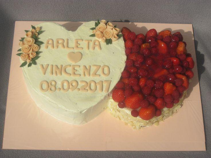 Eine Hochzeitstorte für eine liebe Arbeitskollegin. Buttercreme und Früchte sind eine extrem gute Kombination.