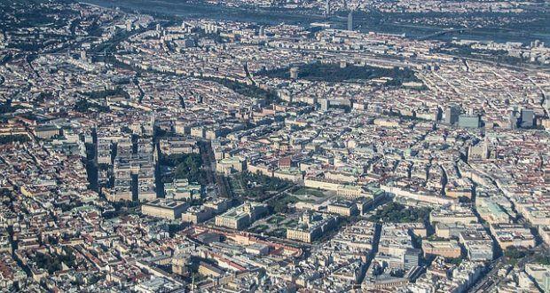 Nach der Festnahme eines potentiellen islamistischen Attentäters in Wien gilt in der österreichischen Bundeshauptstadt nach wie vor Terror-Alarm.
